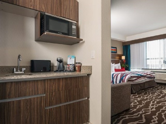 encore suites with view of kitchenette and bed