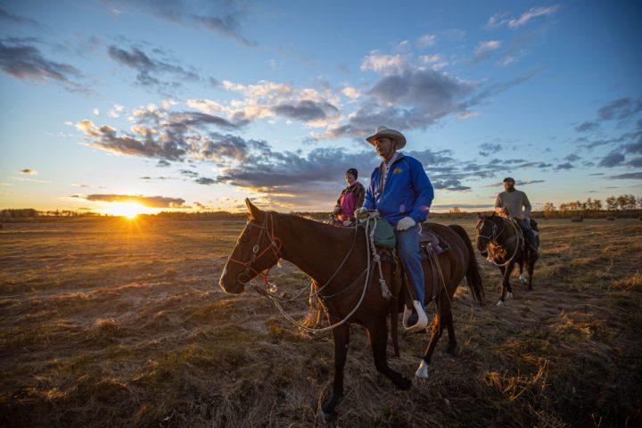 horse back tour through northern alberta